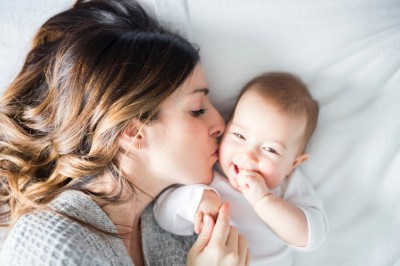 Comment le bébé apprend-il le plaisir ?